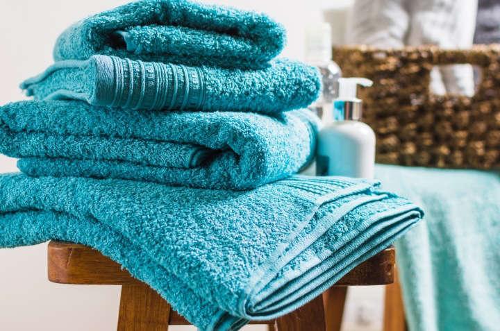 Trucos caseros para eliminar el olor a humedad de las toallas