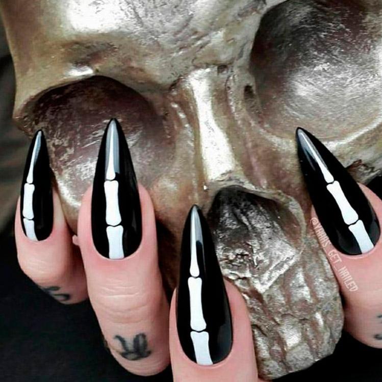 Diseños de uñas de Halloween que son casi como un disfraz